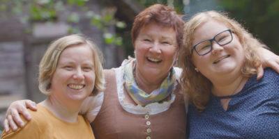 Sie schenkt uns (und eigentlich der ganzen Welt) so viel Herzlichkeit, deshalb ist unsere Tante Rosi unser Herzensmensch!